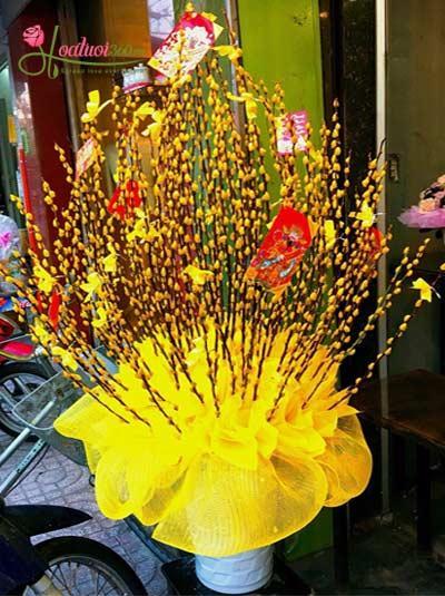 Bình hoa nụ tâm xuân vàng - Tết đến rồi