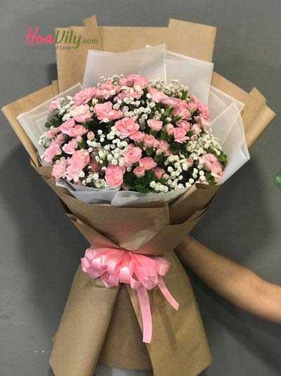 Bó hoa cẩm chướng hồng nhạt
