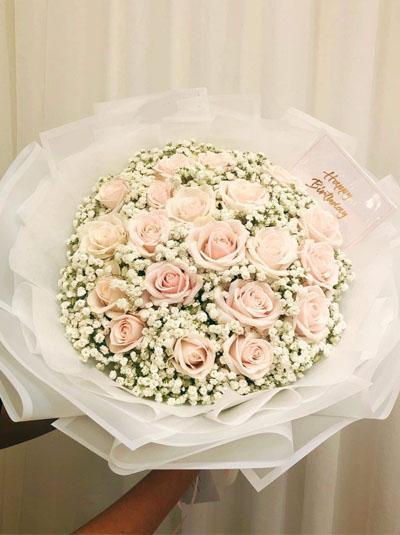 Bó hoa hồng nhã nhặn
