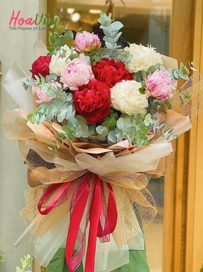 Bó hoa mẫu đơn sắc màu