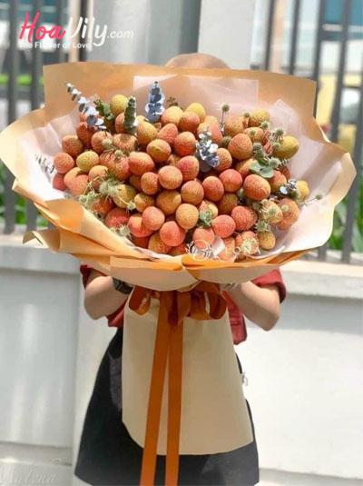Bó hoa vải thiều - Điều ngọt ngào