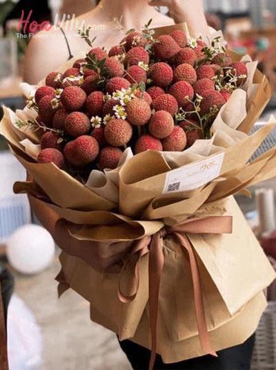Bó hoa vải thiều - Món quà bất ngờ