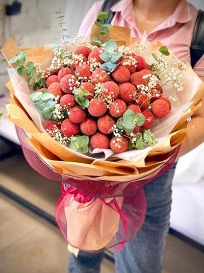Bó hoa vải thiều - Trọn tấm lòng