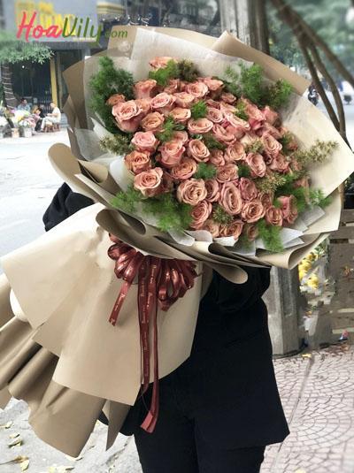 Bó hồng cà phê - Vị đắng tình yêu