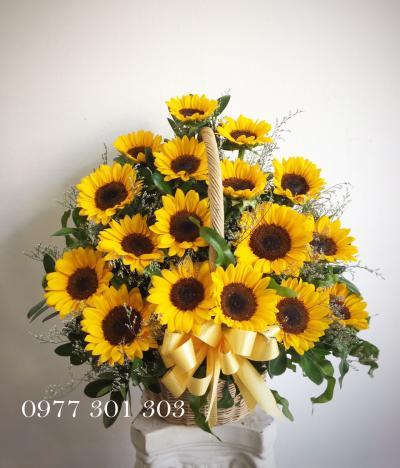 giỏ hoa hướng dương xinh
