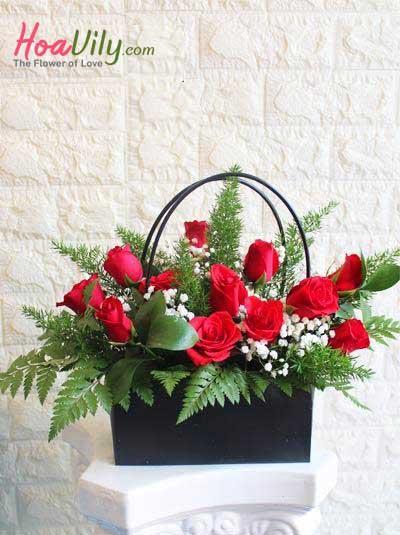 Giỏ hoa phụ nữ hạnh phúc
