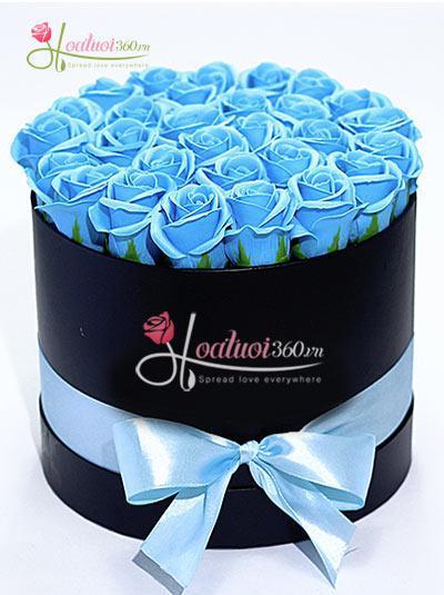 Hoa hồng sáp thơm màu xanh dương - Hộp tròn đen