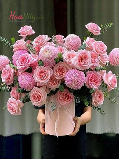 Hộp hoa cúc mẫu đơn và hồng Ohara - thanh xuân