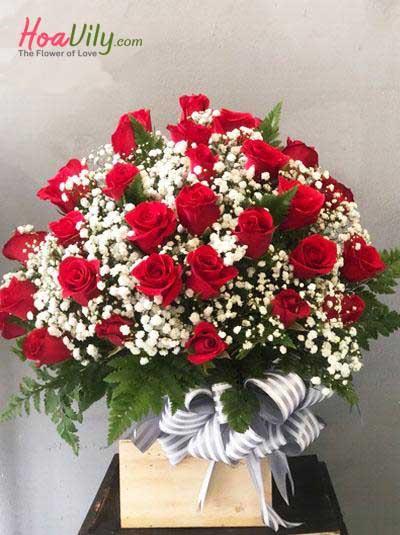 Hộp hoa hồng đỏ kết hợp baby