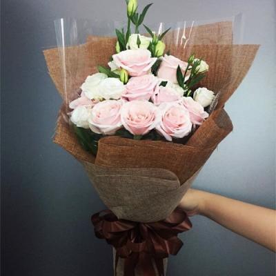 Bó hoa dài đơn giản mà xinh lung linh