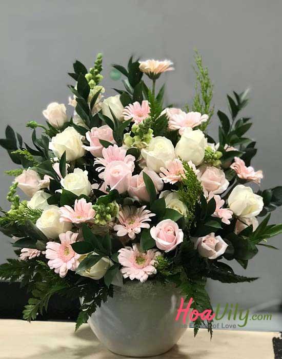 Bình hoa xinh xắn mừng ngày 8/3 dành tặng đồng nghiệp nữ