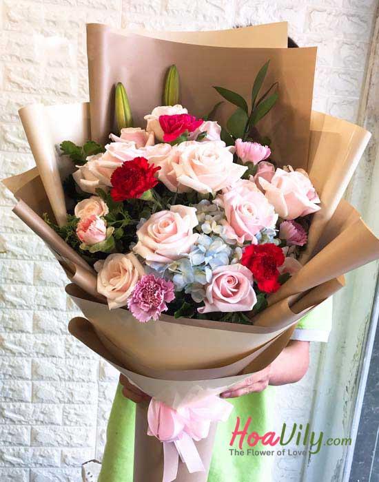 Món quà ý nghĩa ngày 8/3 với bó hoa kết hợp tặng mẹ