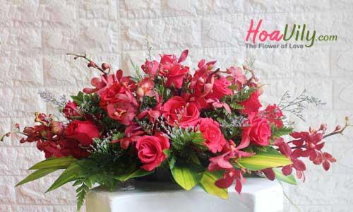 hoa đại biểu để bàn hội nghị