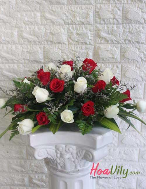 Mẫu hoa để bàn điểm tô cho gia đình bạn