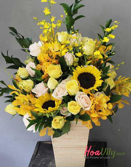 Hoa cắm hộp gỗ tone vàng sang trọng