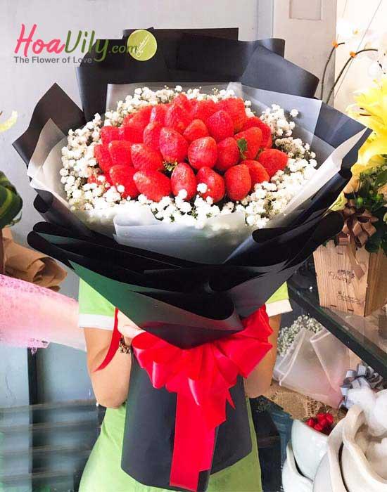Bó hoa dâu tây cùng lời yêu thương độc lạ