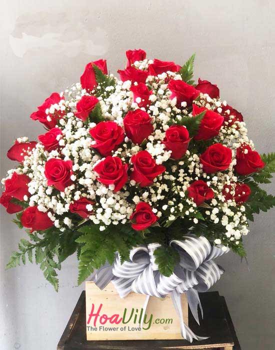 Hoa cắm hộp gỗ từ hoa hồng đỏ rực