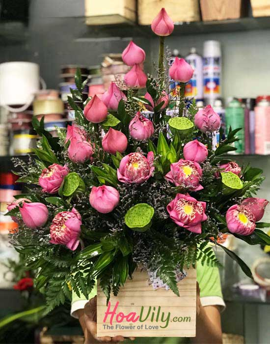 Hộp hoa sen chúc mừng