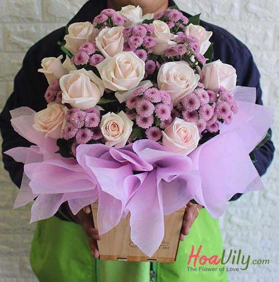 Hoa cắm hộp gỗ đơn giản nhưng đẹp mắt
