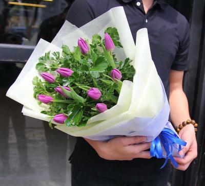 Bó hoa tulip tặng sinh nhật cho bạn trai ý nghĩa