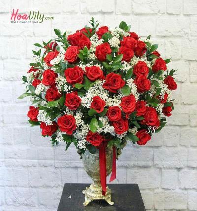 Bình hoa hồng sang trọng
