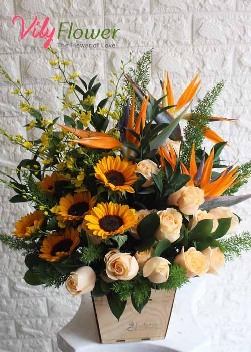 Hoa cắm hộp gỗ mang đến thông điệp sự vui vẻ