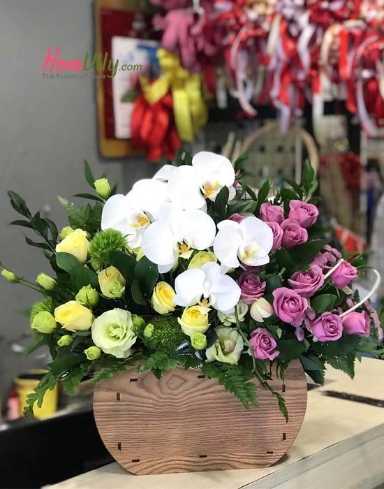 Hoa cắm hộp gỗ độc đáo tặng chị em ngày đặc biệt