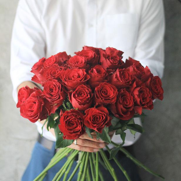 Bó hồng đỏ rực rỡ