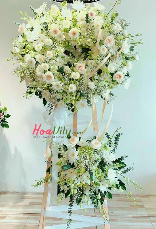 Vòng hoa chia buồn gửi tới người đã khuất một sự kết thúc trong bình an