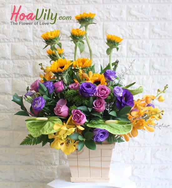 Hoa cắm hộp gỗ kết hợp là món quà sinh nhật tuyệt vời