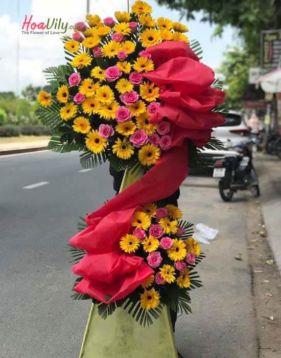 Vòng hoa khai trương Hàn Quốc với hoa hồng và hoa đồng tiền