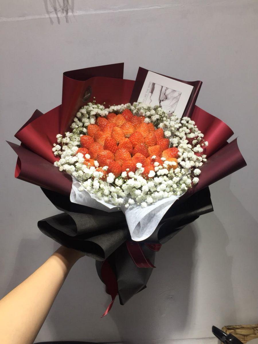 Bó hoa dâu tây sang chảnh